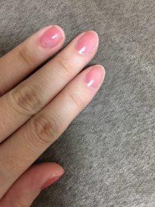 爪の真ん中を塗ってから左右の余った部分を塗って、ほぼ1度塗りでつけてみました。